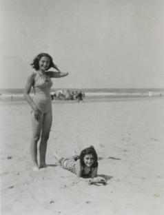 Anne e Margot Frank in spiaggia