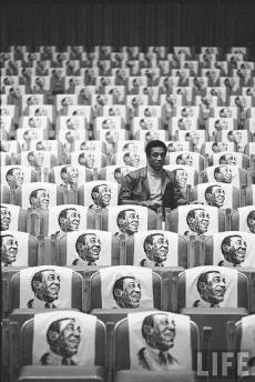 Bill Cosby in un mare di Bill Cosby. 1968 via LIFE.