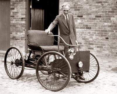 Henry Ford con la sua prima automobile, 1896