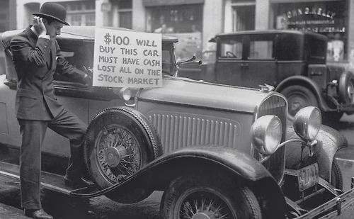 Un uomo cerca di vendere la sua auto a seguito del crollo del mercato azionario del 1929