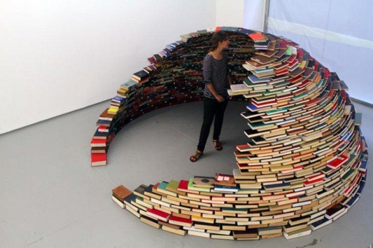 """Book Igloo"" dell'artista colombiano Miler Lagos"