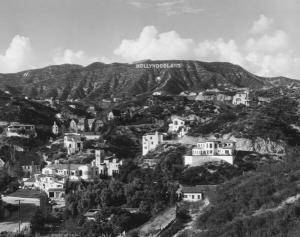 La famosa insegna di Hollywood, originariamente lettura 'Hollywoodland.' Le ultime quattro lettere sono state rimosse nel 1949
