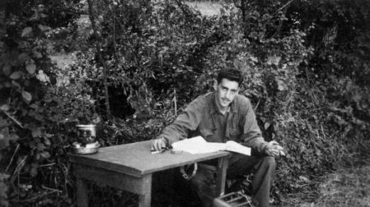 """L'unica foto conosciuta di Salinger al lavoro su """"Il giovane Holden"""" durante la seconda guerra mondiale"""