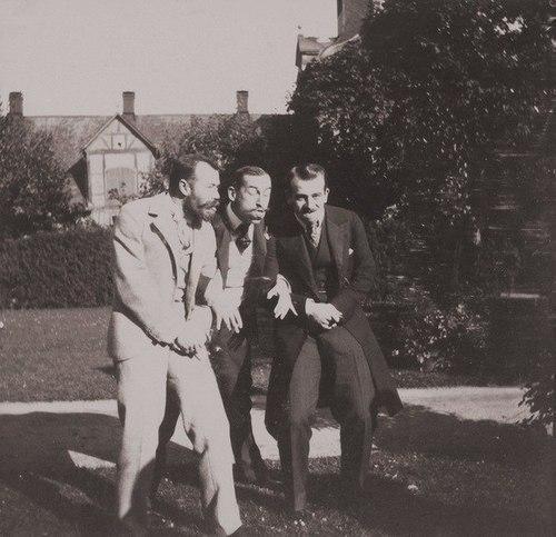 Zar Nicola II si diverte coi cugini principe Nicolaos di Grecia e di granduca Boris Vladimirovich, 1899