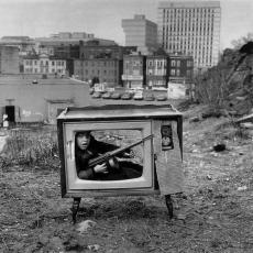 Bambino si nasconde in un televisore, Boston 1972