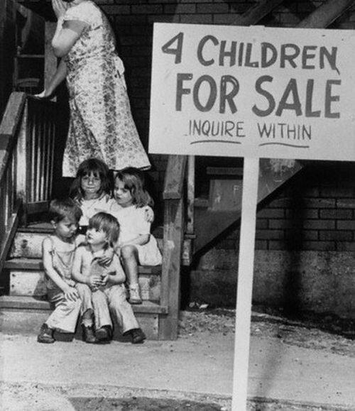 Bambini in vendita a Chicago, 1948. Alcuni genitori hanno venduto i loro figli a causa della povertà