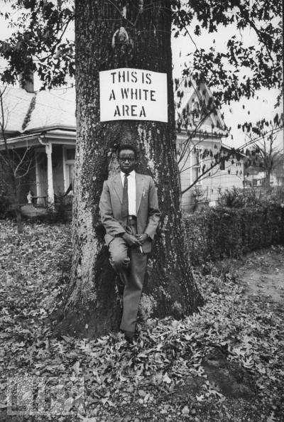 Immagine icona della disobbedienza civile, 1950 (via LIFE)