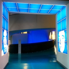 "Milano - Museo del 900 - Ingresso della mostra ""Klein Fontana. Milano Parigi 1957-1962"""