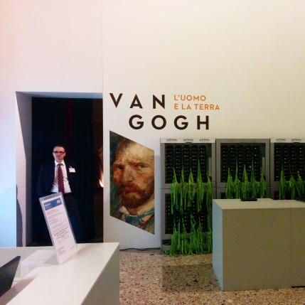"""Milano - Palazzo Reale - Ingresso della mostra """"Van Gogh, l'uomo e la terra"""""""