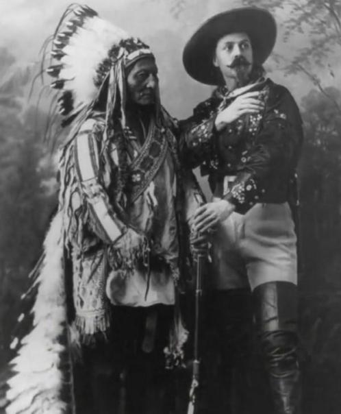 Toro Seduto e Buffalo Bill in posa insieme nel 1885