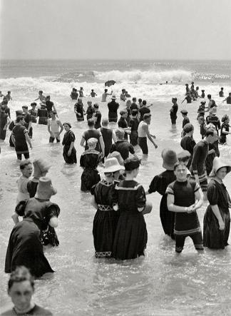 Bagnanti a Atlantic City nel 1910 circa