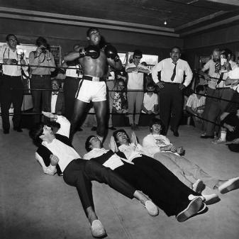 Muhammad Ali e The Beatles, Miami, 1964 (foto di Harry Benson)