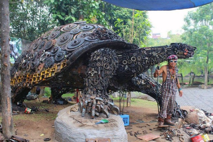 Scultura dell'artista indonesiano Ono Gaf