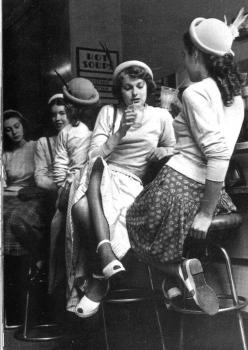 Soda shop, 1940