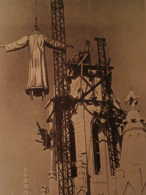 Installazione della statua di Cristo Tibidabo - Barcellona (1961)