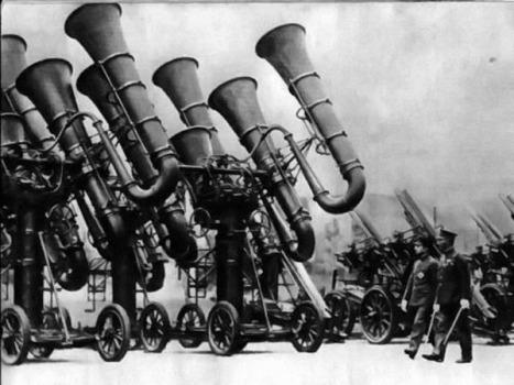 """Il giapponese """"War Tuba"""" utilizzato per individuare gli aerei nemici prima dell'invenzione del radar. circa 1930"""