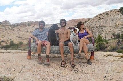 Tre amici, due cani e un divano in giro per l'America