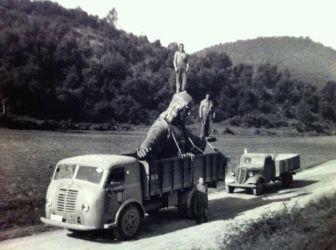 Il trasporto verso il Tibidabo della statua del Cristo - Barcellona (inizio del 1960)