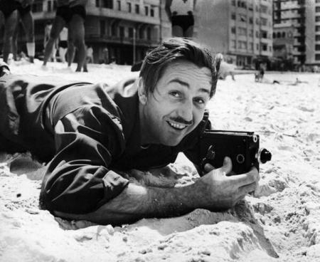 Walt Disney riprende su una spiaggia di Rio de Janeiro, 1941e