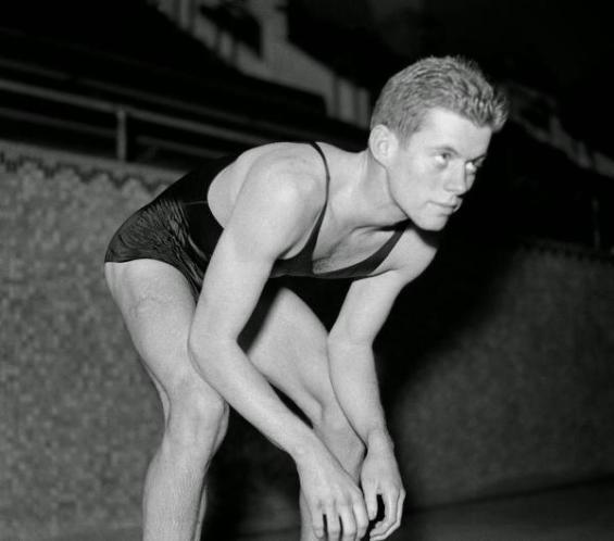 Il giovane John F. Kennedy nuota per Harvard, 1938