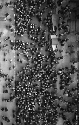 Una foto di una folla di New York del 1930