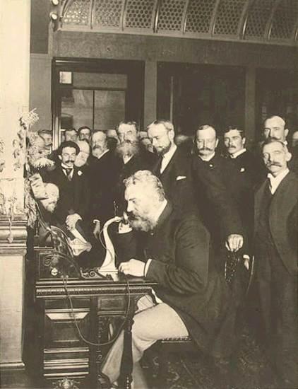 Alexander Graham Bell, un innovatore che, fino al 2002, veniva considerato l'inventore del primo telefono pratico