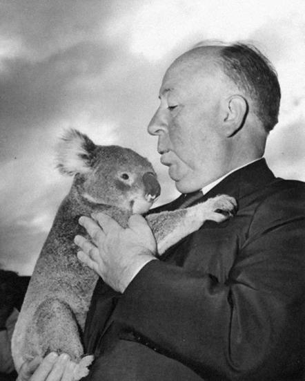 Alfred Hitchcock con un koala allo Zoo di Sydney 1960