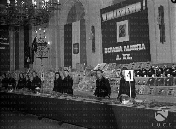 Befana fascista al ministero dei Lavori pubblici. La consegna dei premi alle famiglie dei cantonieri