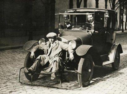 Auto con porta pedoni (Parigi, 1924)