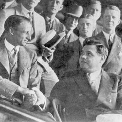 Don Bradman (leggenda del Cricket) incontra Babe Ruth (leggenda del baseball) in una partita degli Yankees nel 1932