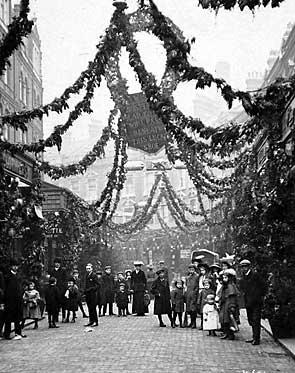 Electric Avenue a Natale, Brixton, 1908