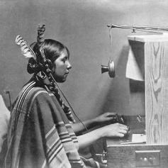 Donna indiana centralinista telefonica, Helen di Many Glacier Hotel, giugno 1925