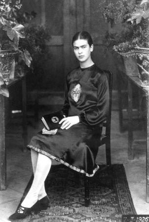 Frida Kahlo a 18 anni nel 1926. Foto di Guillemero Kahlo