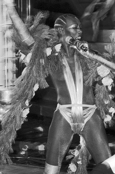 Grace Jones performance allo Studio 54 nel Capodanno del 1977