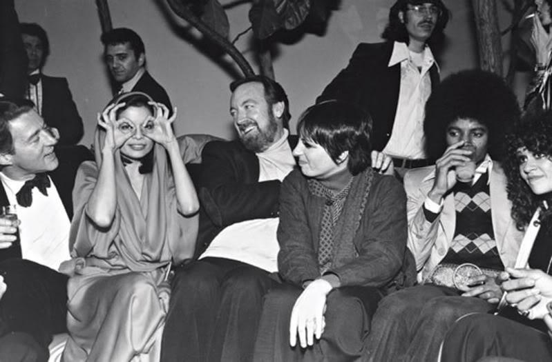 Halston, Bianca Jagger, Jack Haley Jr, Liza Minnelli, Michael Jackson festeggiano Capodanno 1977