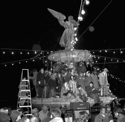 Immagine di una pacifica serata a Bethesda Fountain (Central Park) per la vigilia di Capodanno