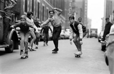 Bambini in skateboard a New York - 1965