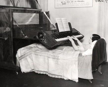 Pianoforte per persone costrette a letto (UK, 1935)