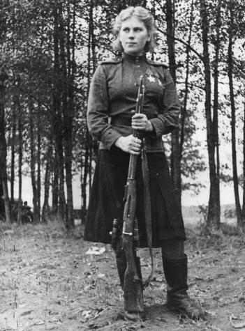 Roza Šanina, cecchino sovietico durante la Seconda Guerra Mondiale. le sono stati accreditati cinquantanove uccisioni.
