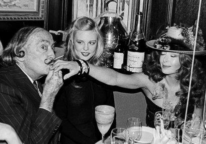 Salvador Dalì e Janet Daly, Capodanno 1979, foto di Roxanne Lowit