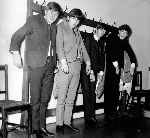 I Beatles appesi a un attaccapanni