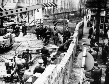 La costruzione del muro di Berlino