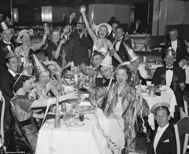 Il nuovo anno alla Bowery nel 1936. (Daily Mail)