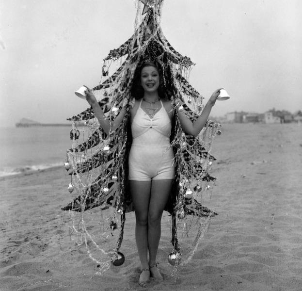Donna vestita da albero di Natale 1936