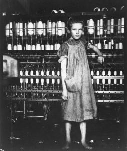 1910 - Addie Laird, una filatrice di 12 anni in un cotonificio di Lewis Hine