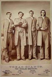 4 fratelli giganti. Alti In tutto 7 metri