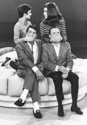 Dean Martin e Frank Sinatra prove con le loro figlie Deana Martin e Tina Sinatra al The Dean Martin Show