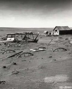 Fattoria sepolta nella polvere durante gli anni del Dust Bowl