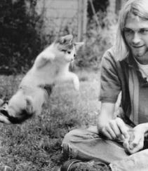 Kurt Cobain con il suo gatto volante