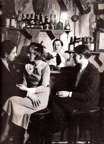 Bar lesbo, Parigi 1930 by George Brassaï